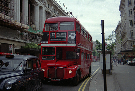 RM1872 Route 137 Oxford Street, London 1993